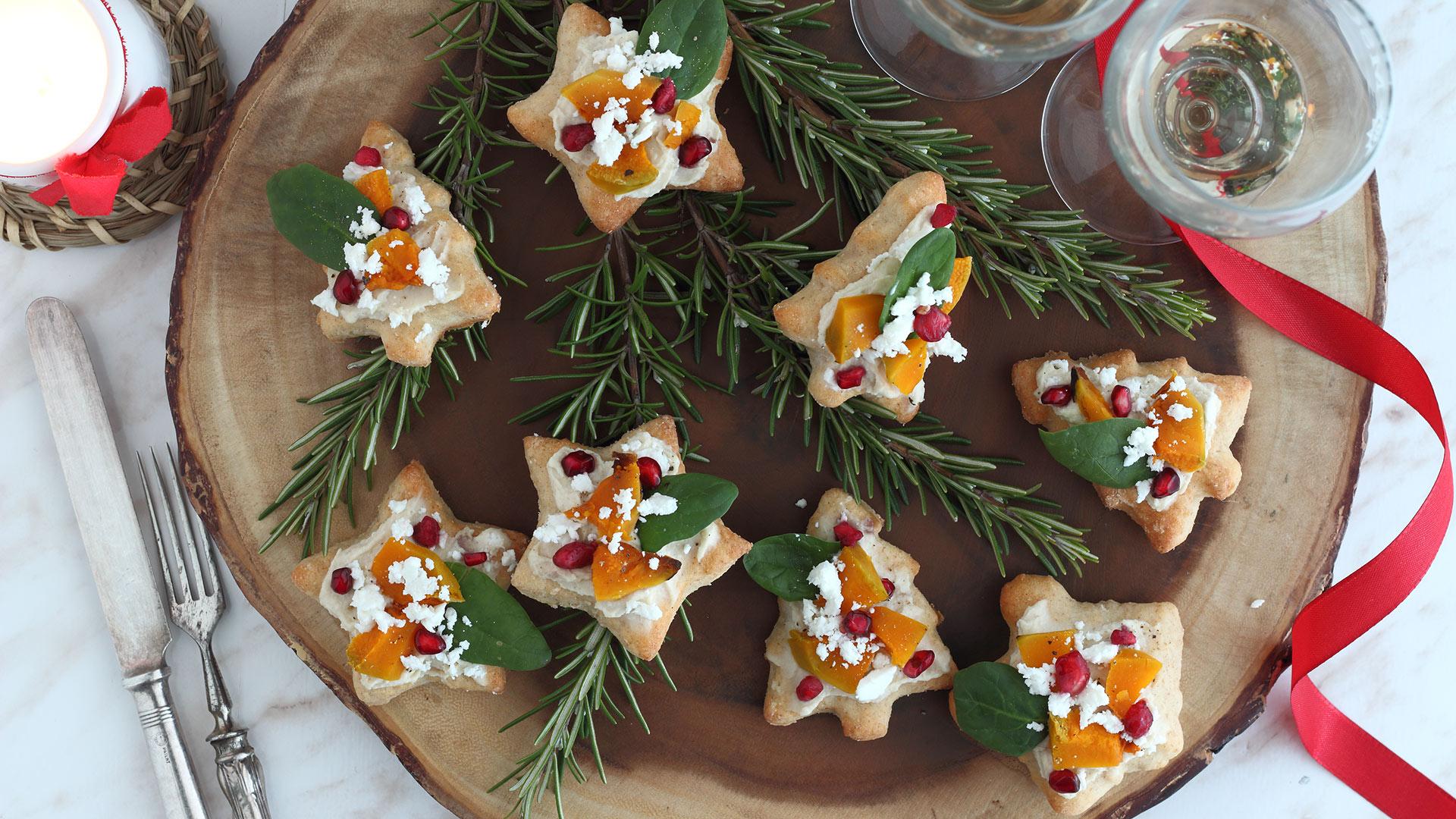 Antipasti Veloci Di Natale.Pizzette Veloci Con Hummus Zucca E Melagrana Antipasto Di Natale E Capodanno Ricettevegolose